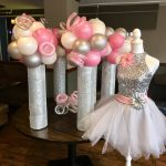 gray-pink-white-ballons-table-arrangement